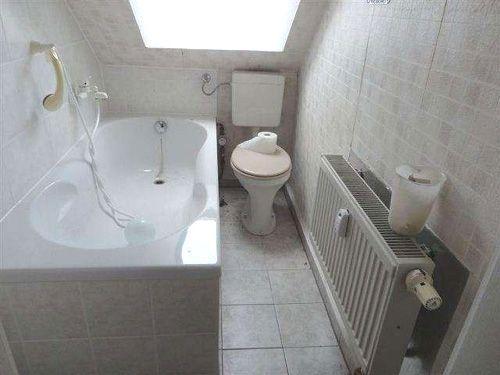 Bild: Bad mit Fenster und Wanne