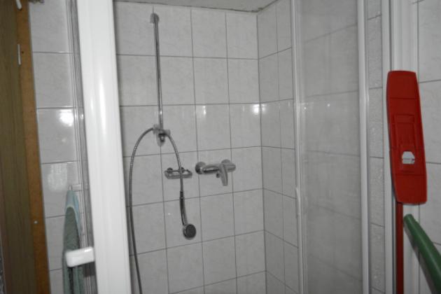 Bild: Dusche im Bungalow 1